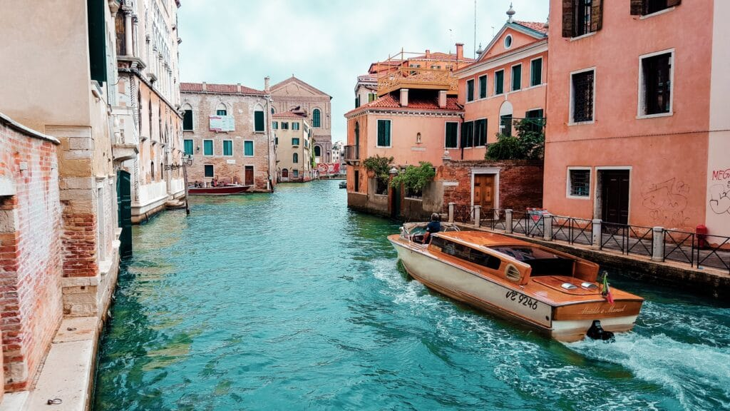 venice italy - Best Shoes for Walking All Day in Europe